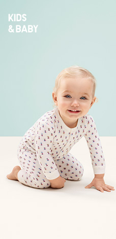 KIDS&BABY 테리커버올 착용 모델 이미지.
